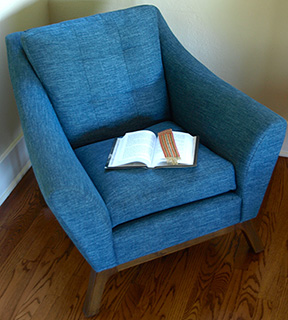 Blue Chair Image for Excerpt pages of historical novels written by Noelle Sickels.